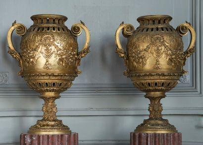 Paire de vases style Louis 14  La panse à...