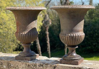 Paire de vases Médicis  La panse à décor...
