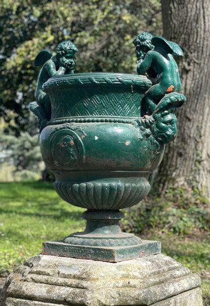Paire de vases style Renaissance  D'après...