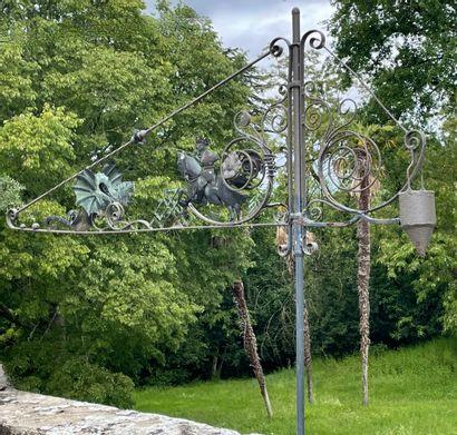 Girouette  A décor de dragons ailés et volutes....