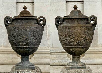 Paire de pots couverts, ou cassolettes, Empire...