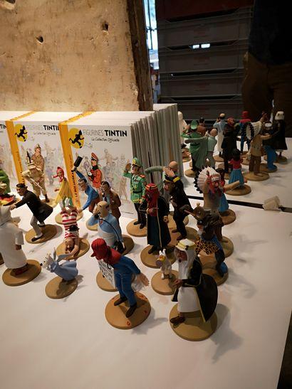 Important lot de figurines Tintin en résine...