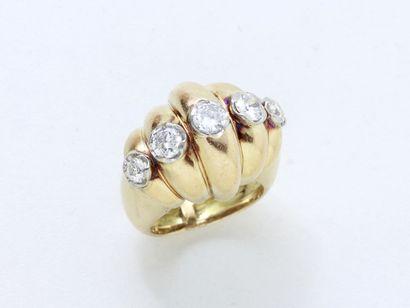 Élégante bague en or 750 et platine 850 millièmes,...