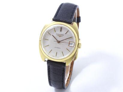 LONGINES  Montre bracelet d'homme en or 750...
