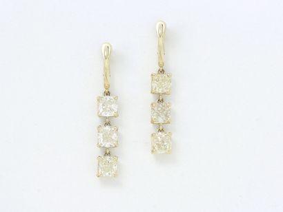 Paire de pendants d'oreilles en or 750 millièmes...