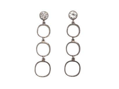 Paire de montures de pendants d'oreilles articulés en platine 850 et or 750 millièmes....