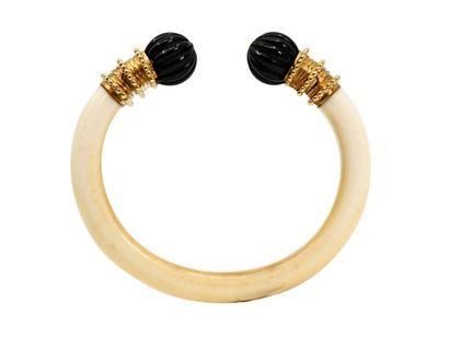 BOUCHERON  Bracelet jonc ouvert en or 750...