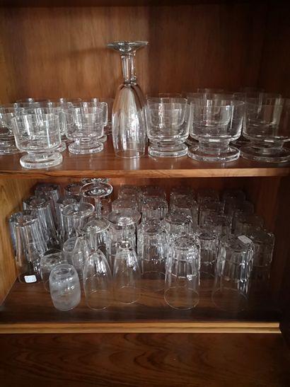 Lot de verreries diverses dont verre en cristal...