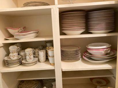 Lot de vaisselles diverses, service en porcelaine...