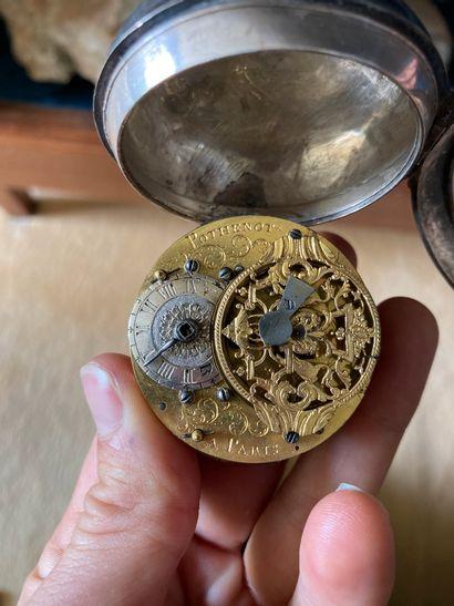 Montre oignon en argent mécanisme signé...