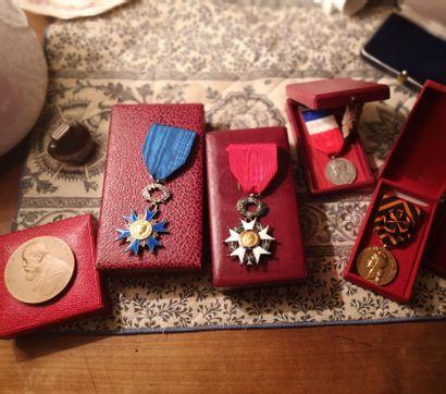 Lot de Médailles dont légion d'honneur, Ordre...