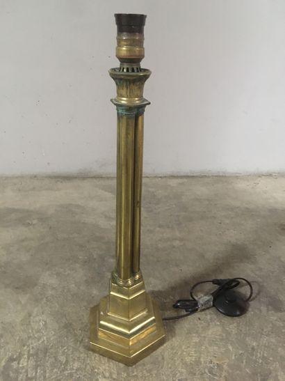 Pied de lampe en bronze en faisceau de colonnes...