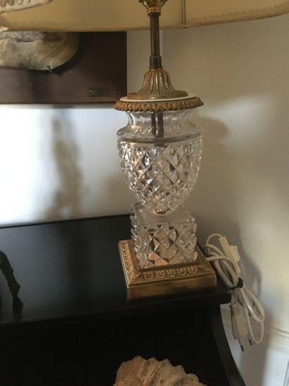 Pied de lampe en bronze et cristal taillé...