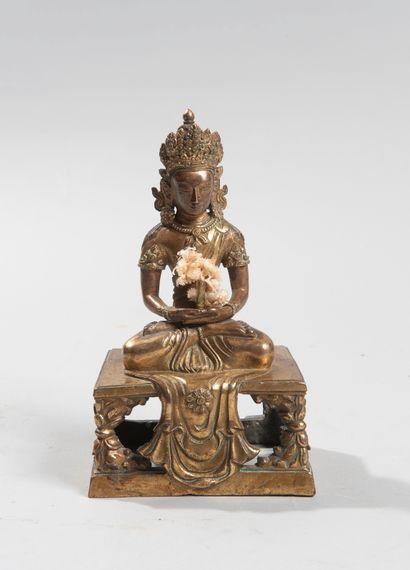 CHINE, époque Qian Long (1736-1795). Sculpture représentant Amitayus assis en vajrasana...