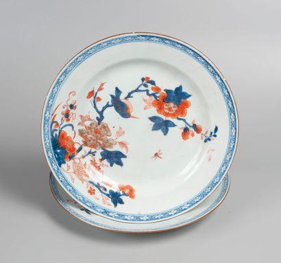 IMARI, XIXème siècle. Deux assiettes à décor...
