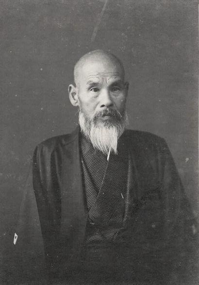 JAPON Sans Prix de réserve -  Officiers et femmes en costume traditionnel, portraits,...