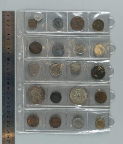 Classeur d'environ 160 Monnaies étrangères...