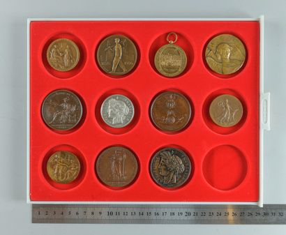IIIe république. Lot de 11 médailles en ...