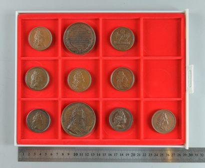 Louis XIV. Lot de 10 médailles en bronze