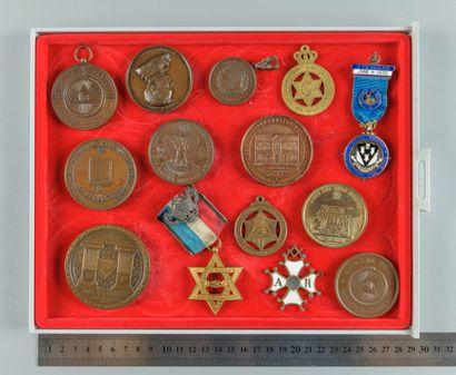 Franc-Maçonnerie. Lot de 14 médailles et...