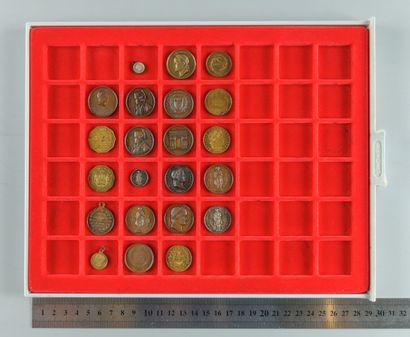 Napoléon Ier. Lot de 22 médaillettes