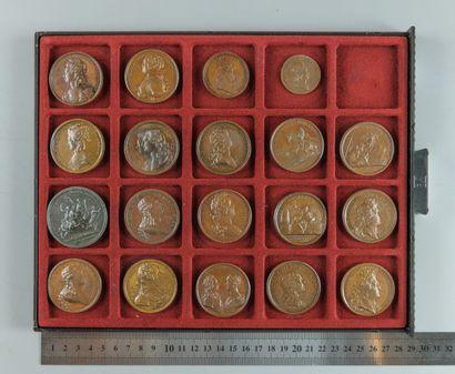 Louis XIV (Mauger), Louis XV, Louis XVI et Marie-Antoinette. Lot de 19 médailles...