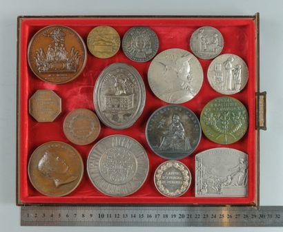 Institutions financières. Lot de 15 médailles...