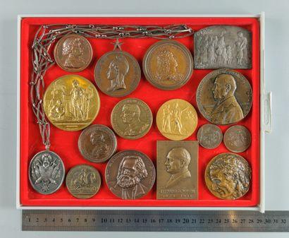 Médailles historiques variées en bronze avec...