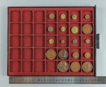 Restauration, Louis XVIII. Lot de 19 médaillettes...