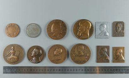 290/264 Lot de 12 médailles Politiques fin...