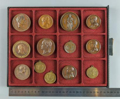 Napoléon Ier. Lot de 13 médailles en bro...