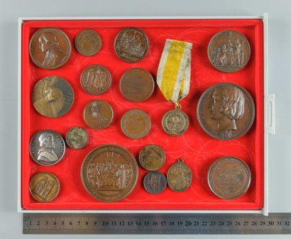 Clergé, Églises et Vatican. Lot de 19 médailles...