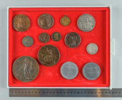 1870-1871. Lot de 13 médailles et jetons...