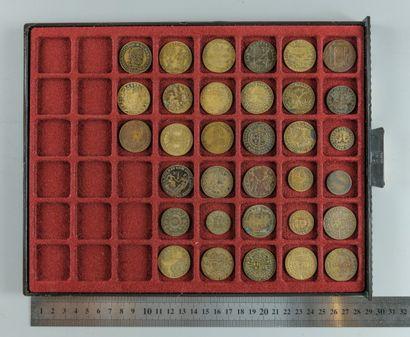 Henri IV. Lot de 33 jetons en bronze