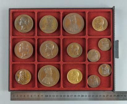 Restauration, Charles X. Lot de 14 médailles...