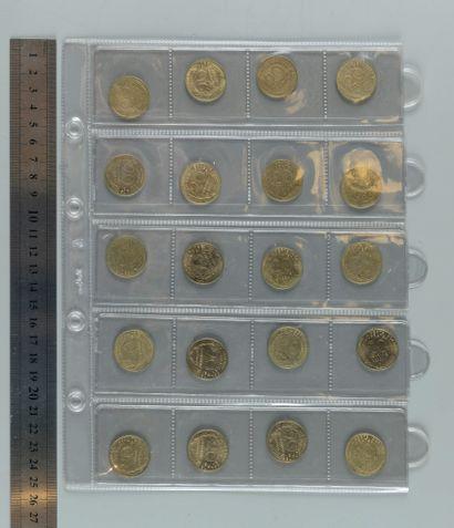 Classeur d'environ 170 Monnaies françaises...