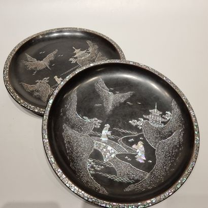 CHINE, XIXe siècle  Paire de plats en bois...