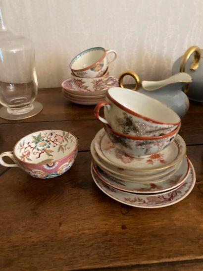 Vaisselle d'usage, tasses et sous tasses, coupes à glace, théière, bols et dive...