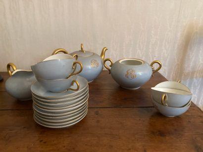 Vaisselle d'usage, tasses et sous tasses,...