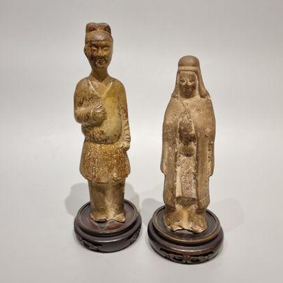 CHINE  Trois statuettes en porcelaine et...