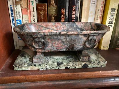 Vide-poche figurant une baignoire à l'antique...
