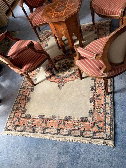 Deux tapis modernes  185 x 125 cm. / 71 x...