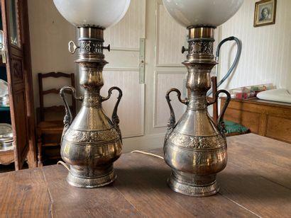 Maison GAGNEAU (fondée en 1800)  Deux lampes...