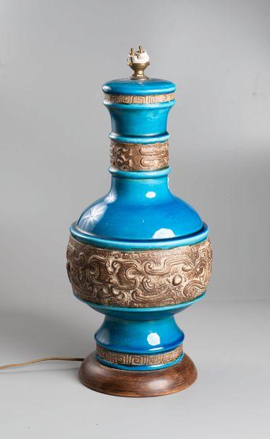 CHINE  Vase balustre à fond turquoise.  Monté...