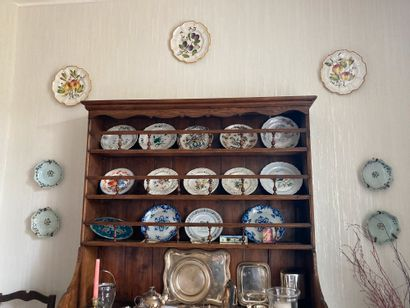 Collection d'assiettes en faïence popula...
