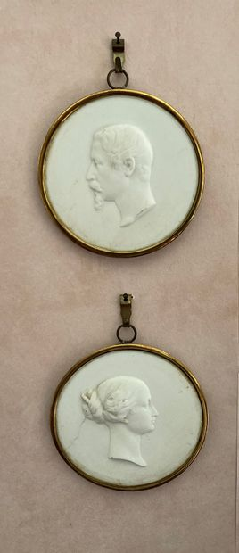 Deux médaillons en biscuit représentant Napoléon...