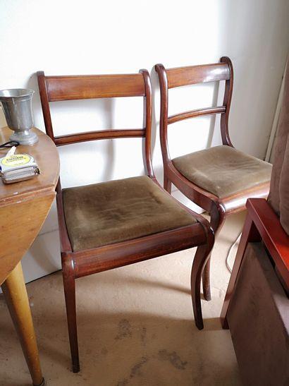 Six chaises à dossiers bandeaux