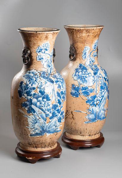 CHINE  Paire de vases en porcelaine de Nankin...