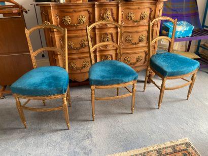 Trois chaises chiavaris en bois sculpté et...