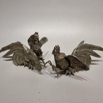Paire de coqs en métal argenté